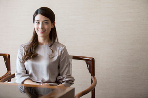 Portrait of elegance Chinese young womanの写真素材 [FYI02639118]