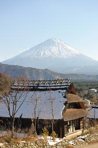 西湖いやしの里根場と富士山の写真素材 [FYI02640022]