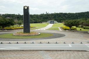 沖縄県平和祈念公園 エントランス広場の写真素材 [FYI02641455]