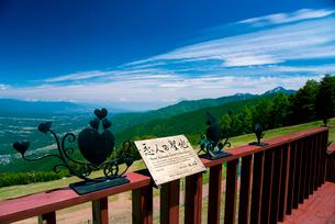 富士見パノラマリゾート恋人の聖地と富士山・南アルプス方面の写真素材 [FYI02641469]