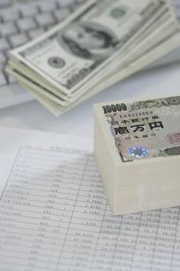 日本円と外貨の写真素材 [FYI02641656]