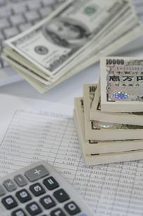 日本円と外貨の写真素材 [FYI02641657]