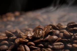 焙煎されたコーヒー豆の写真素材 [FYI02641707]