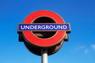 ロンドンの地下鉄の標識の写真素材 [FYI02641879]
