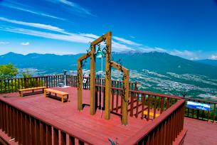富士見パノラマリゾート恋人の聖地と八ヶ岳連峰 の写真素材 [FYI02641942]