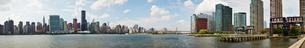 ロング・アイランド・シティから望むマンハッタンの写真素材 [FYI02642083]