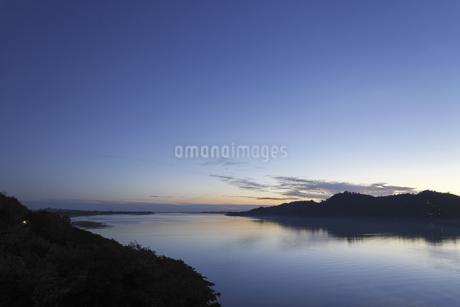 夕暮れの河の写真素材 [FYI02642117]