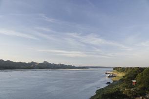 夕暮れの河の写真素材 [FYI02642146]