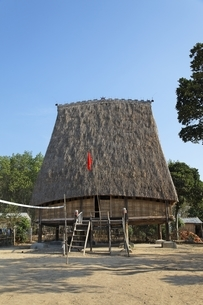 Rong House, community house, Bahnar minority villageの写真素材 [FYI02642392]