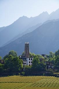 農村と望楼の写真素材 [FYI02642456]