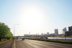 ソーラーパネルと京成スカイライナーの写真素材 [FYI02642520]