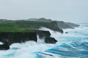 台風で荒れる海 七又海岸の写真素材 [FYI02642569]