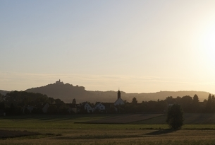 Schloss Baldern, castle, evening sunの写真素材 [FYI02642686]