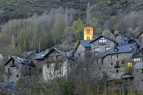 Santa Maria Church, village, houses, Taull, Vall de Boiの写真素材 [FYI02643010]