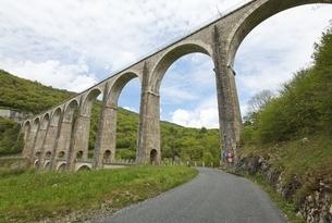Viaduc de Cize-Bolozon, railroad bridge, Franceの写真素材 [FYI02643035]