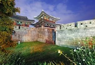 Pungnammun Gate, Jeonju, Koreaの写真素材 [FYI02643054]