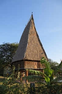 Rong House, community house of Bahnar minority, Kon Tumの写真素材 [FYI02643124]