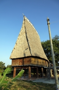 Rong House, community house of Bahnar minority, Kon Tumの写真素材 [FYI02643130]