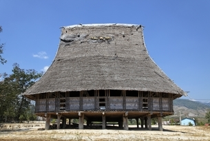 Rong House, community house, Bahnar minority villageの写真素材 [FYI02643141]