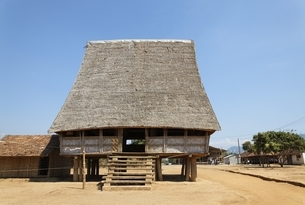Rong House, community house, Bahnar minority villageの写真素材 [FYI02643181]