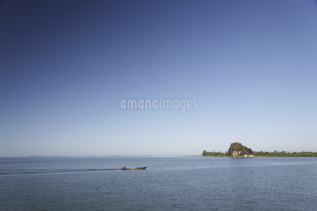 河を渡る舟の写真素材 [FYI02643198]
