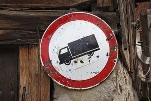 signboard, Koprivshtitsa, Bulgariaの写真素材 [FYI02643219]