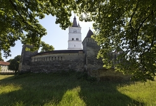 fortified church, Harman (Honigberg), Transylvaniaの写真素材 [FYI02643228]