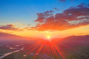 上田市街と千曲川と朝日の写真素材 [FYI02643320]