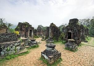temple ruins, Group B,C,D, My Son, Vietnamの写真素材 [FYI02643382]