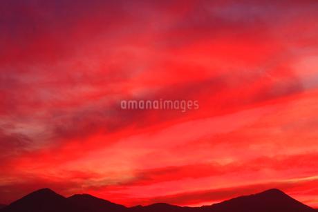 夫神岳と女神岳と夕焼けの写真素材 [FYI02643483]