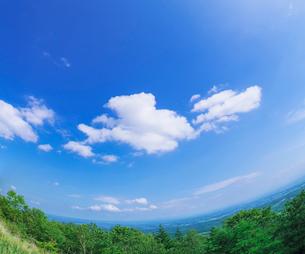 北海道 十勝平野 点景  雲と青空 の写真素材 [FYI02643494]