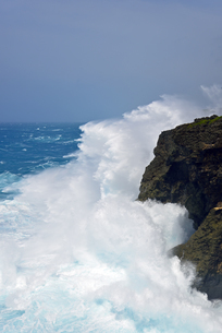 台風の荒波 七又海岸の写真素材 [FYI02643571]