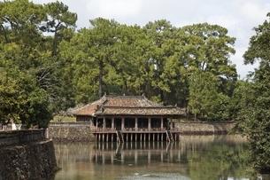 Xung Khiem Pavilion, Tomb of Tu Duc, Hue, Vietnamの写真素材 [FYI02643631]