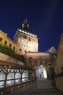 gate tower, evening view, Sighisoara (Schaessburg)の写真素材 [FYI02643715]