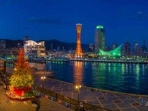 夕暮れの神戸ハーバーランド (X'Mas電飾)の写真素材 [FYI02643743]