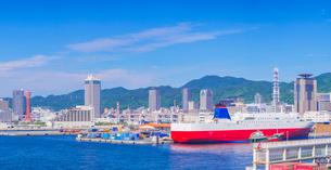 青空の神戸港 メリケンパ-ク方面遠望の写真素材 [FYI02643790]