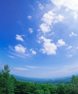 北海道 十勝平野 点景  雲と青空 の写真素材 [FYI02643820]