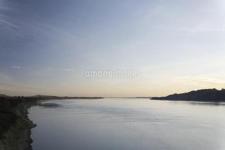 夕暮れの河の写真素材 [FYI02643977]