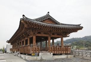 Cheongyeonlu Pavilion, Hanok Village, Jeonju, Koreaの写真素材 [FYI02644338]