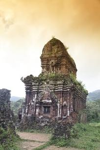 temple ruins, tower, Group B,C,D, My Son, Vietnamの写真素材 [FYI02644383]