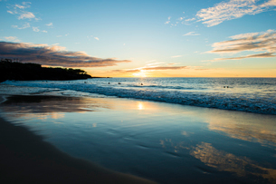 ハワイ島、夕暮れの海の写真素材 [FYI02644443]