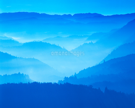 御斉峠方向の山並み,朝の写真素材 [FYI02644702]