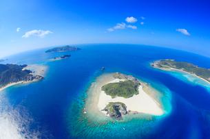 嘉比島など慶良間諸島の空撮,魚眼の写真素材 [FYI02645314]