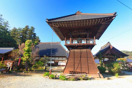 西蓮寺の鐘楼の写真素材 [FYI02645460]