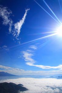 雲海と太陽と浅間山の写真素材 [FYI02645482]