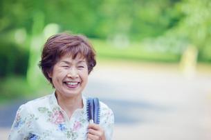 笑顔のシニア女性の写真素材 [FYI02646032]