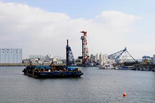 西宮鳴尾浜工業地帯の風景の写真素材 [FYI02646982]