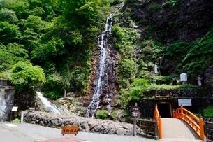 史跡,生野銀山,不動滝と滝間歩旧抗の写真素材 [FYI02647579]
