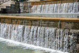 須磨離宮公園・欧風庭園とミニ滝の写真素材 [FYI02647602]