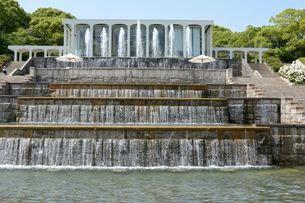 須磨離宮公園・欧風庭園とミニ滝・レストランの写真素材 [FYI02647620]